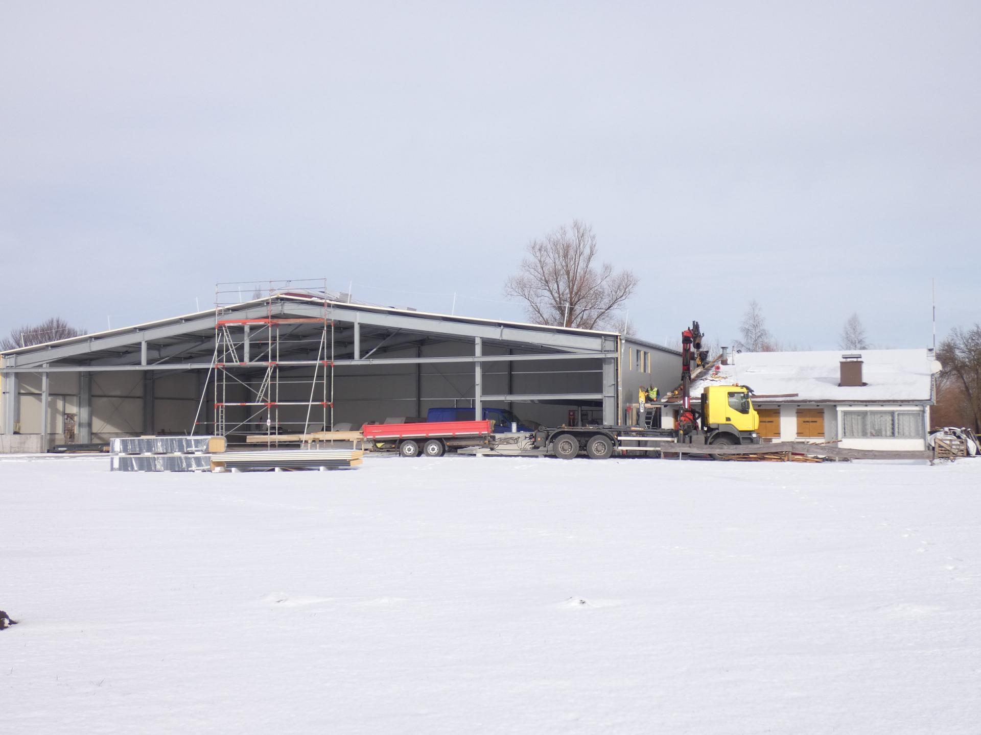 Verbindung neue Halle und alter Bau